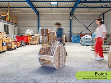 Biotop - Centre de massification des déchets revalorisables, fauteuil fabriqué à partir de palettes usagées