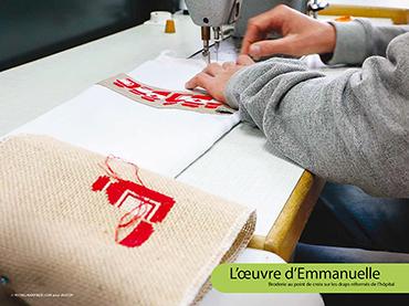 L'œuvre d'Emmanuelle - Broderie au point de croix sur les draps réformés de l'hôpital