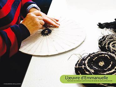 L'œuvre d'Emmanuelle - Fabrication de méduses à partir de tissus de stands de salons professionnels